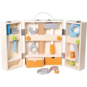 Ξύλινη ντουλάπα με εργαλεία